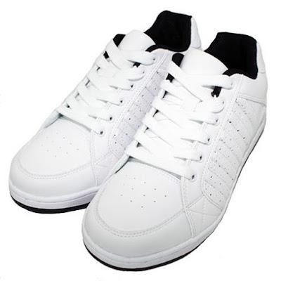 1. Giặt trắng giày bằng tay