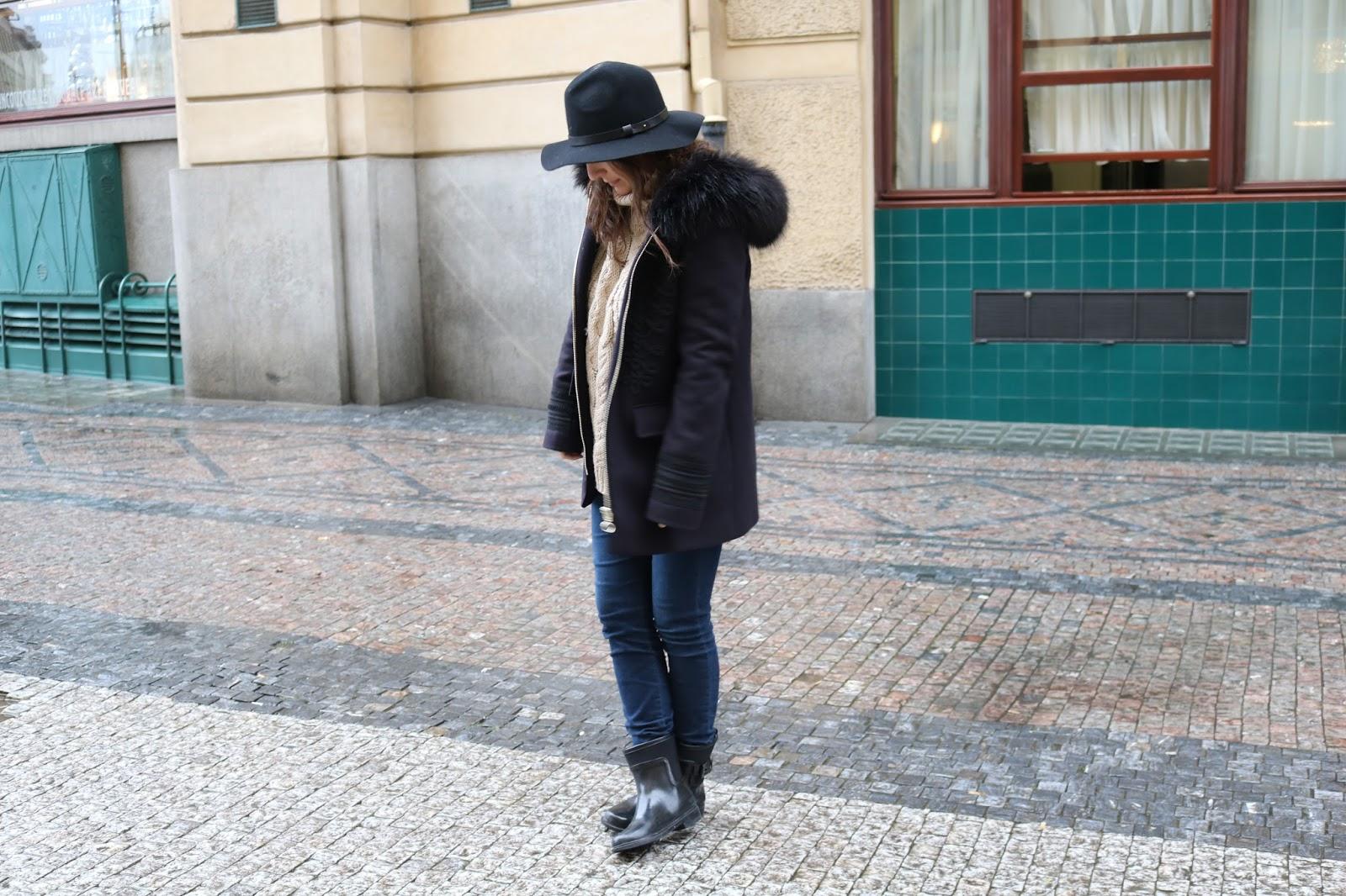 blog blogger lifestyle mode réussir son blog comment faire évoluer son blog bottes de pluie stradivarius manteau Zara s'habiller en temps de pluie porter des gros pulls