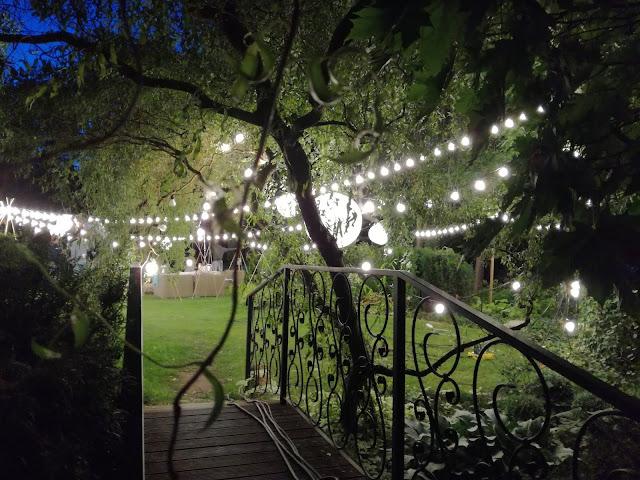 oświetlenie ogrodu, wieczorne przyjęcie ogrodowe