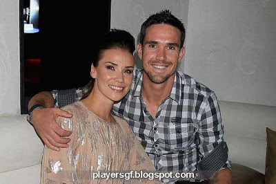 Kevin Pietersen and his wife Jessica Taylor in happy moment.