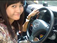 Belajar mengemudi mobil manual