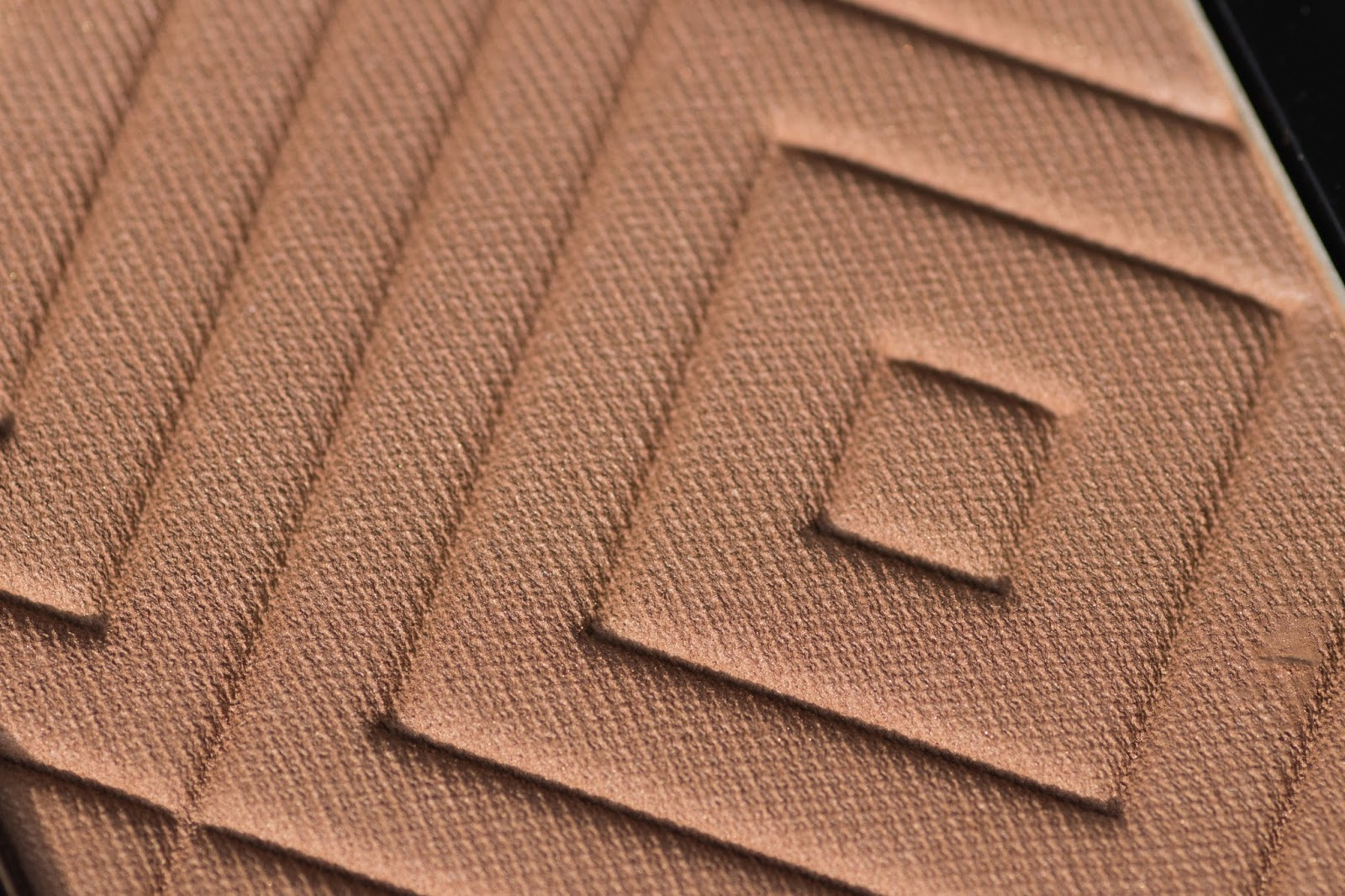 Makeup Geek Bronze Luster in Tawny Closeup