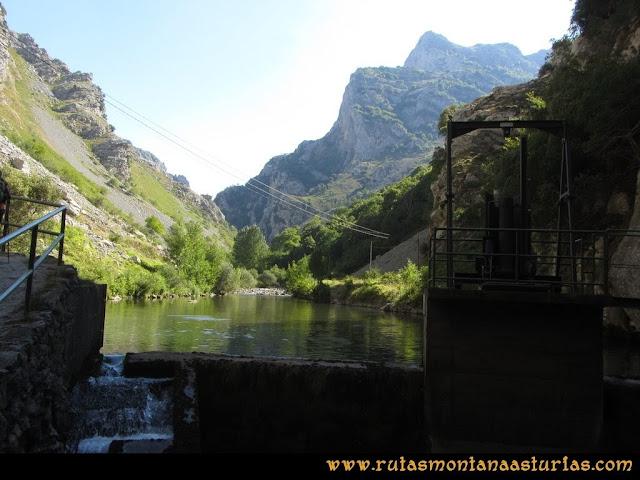 Ruta Cabrones, Torrecerredo, Dobresengos, Caín: Ruta del Cares, zona de la Presa y Los Pinderos