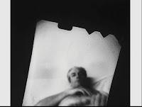 Una artista fotografió a sus amantes con una cámara en la vagina