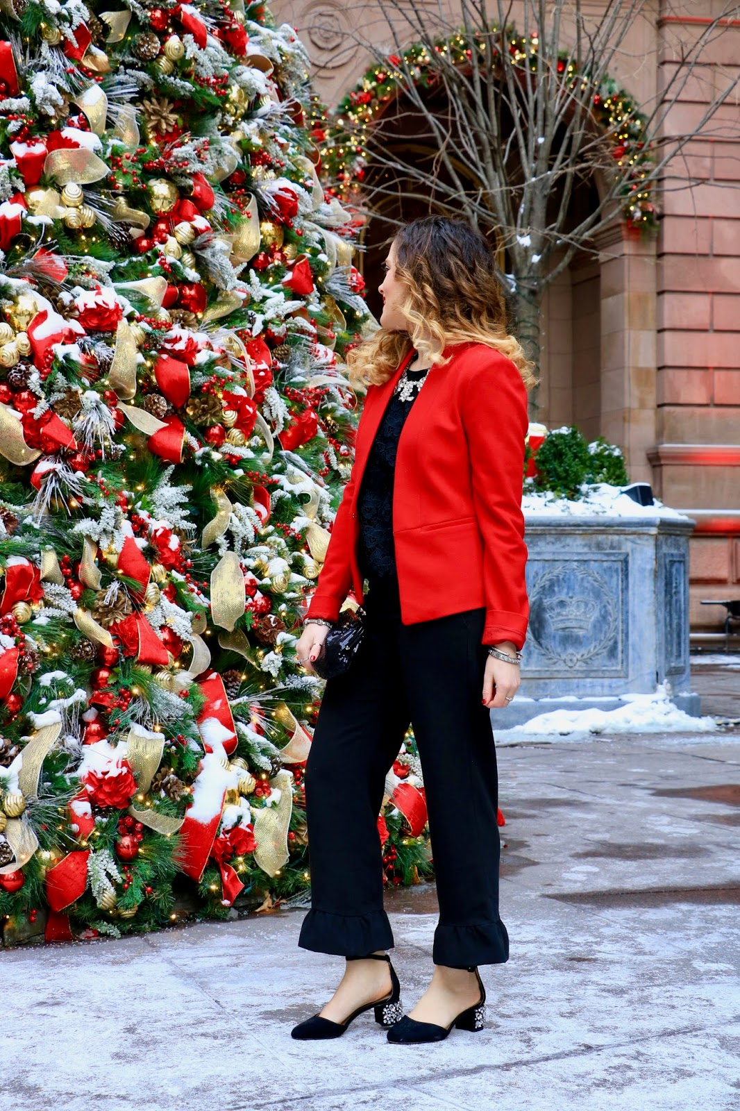 Nyc fashion blogger Kathleen Harper wearing 2017 holiday clothes