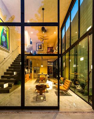 ผนังกระจกในบ้านทาวน์เฮาส์