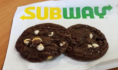 chocolate chip cookies subway