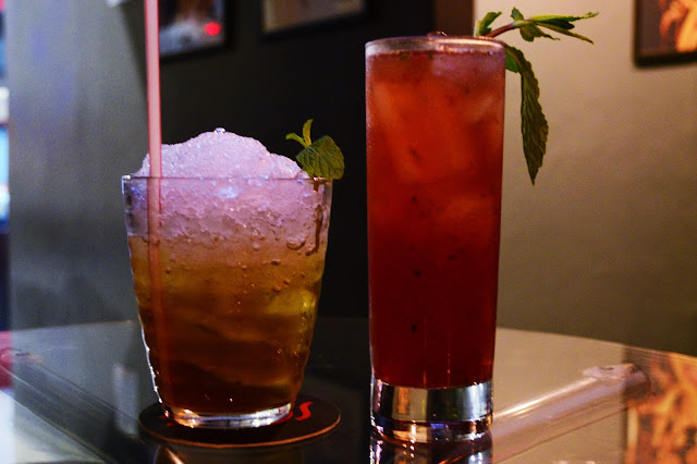 Drinks Mad Hatter e Red Queen no Red Queen Lounge e Bar