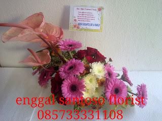 rangkaian karangan bunga meja untuk hadiah hari ibu