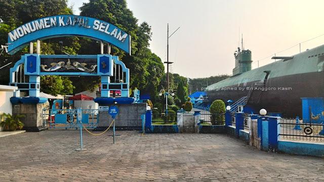 Monumen Kapal Selam adalahKRI Pasoepati 410.
