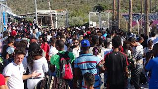 Παραμένουν υπεράριθμοι οι μετανάστες στις δομές φιλοξενίας των Ενόπλων Δυνάμεων