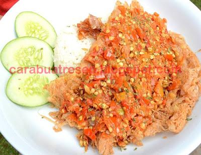 Foto Resep Telur Geprek Crispy Renyah dan Nasi Super Pedas Viral Kekinian Sederhana Spesial Asli Enak Plus Timun