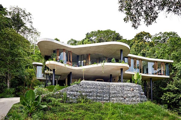 maison verre et béton dans la jungle en australie