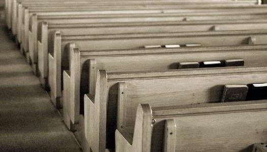 Iglesia vacía personas sin religión