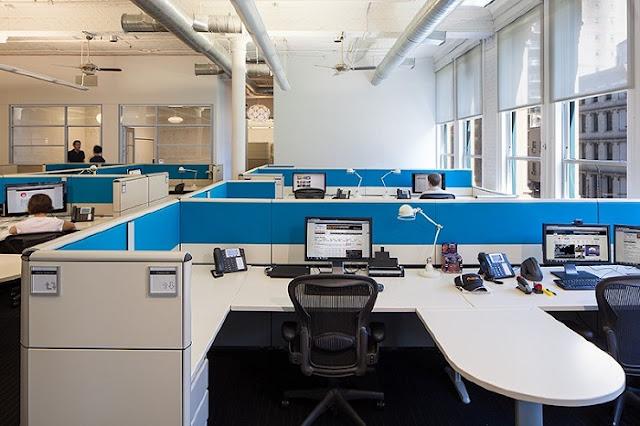 Thiết kế văn phòng hiện đại với không gian đậm chất nghệ thuật với màu sắc bắt mắt, tinh tế sẽ tạo ấn tượng mạnh mẽ cho bạn ngay từ lần đầu tiên