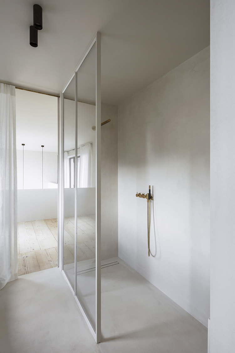 Bathroom with walk-in shower and brass fixtures. Interior design by Arjaan De Feyter, photo by Piet-Albert Goethals