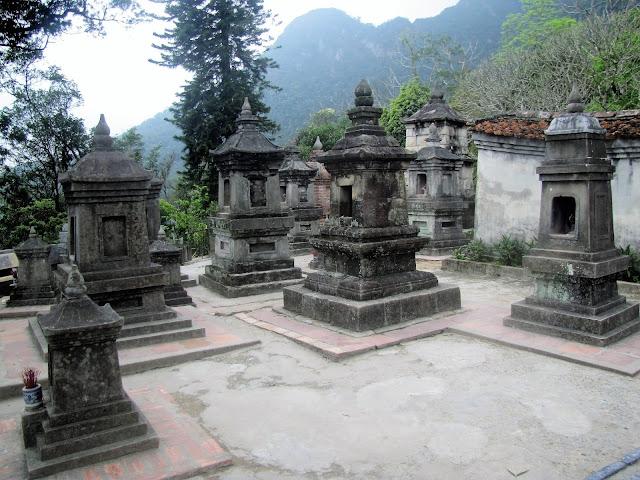 stupas hue quang garden pagoda yen tu vietnam