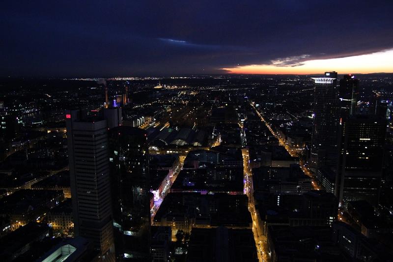 Wandzia w podróży: Frankfurt am Main - Main Tower.