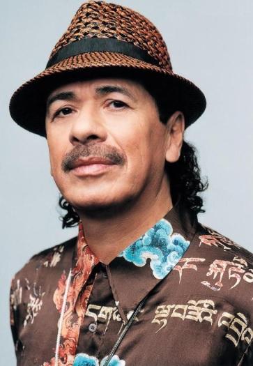 Foto de Carlos Santana con sombrero
