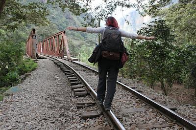 Viajera solidaria de camino al Machu Picchu, en Perú