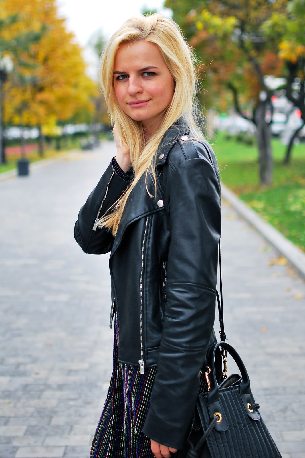 best blond hues, outfit ideas, what to wear with leather jacket, street style autumn
