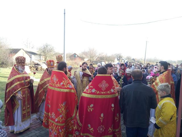 «Ко Прєсвятєй Владичіце, Дєвє Богородіце, помолімся», – виголошує батюшка Олександр