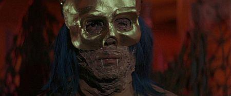 Uno de los vampiros de The legend of the seven golden vampires 1974