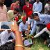 सपाइयों ने छात्र जागरूकता अभियान के पाँचवें दिन किया वृक्षारोपण