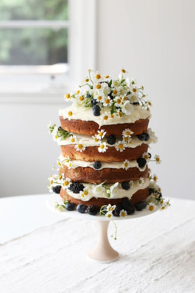 Daisies nude cake