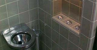 Las tres conchas del baño en Demolition Man