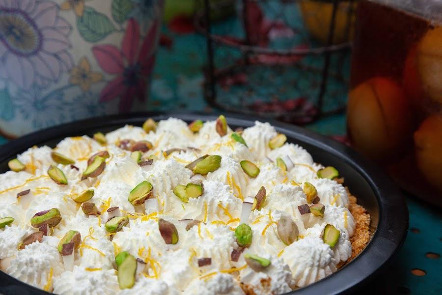 Pastel relleno de crema de coco y pistacho 03