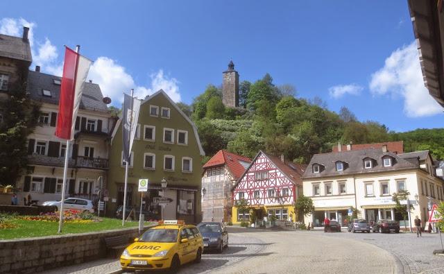 Bad Berneck: Marktplatz mit Schlossturm des Alten Schlosses
