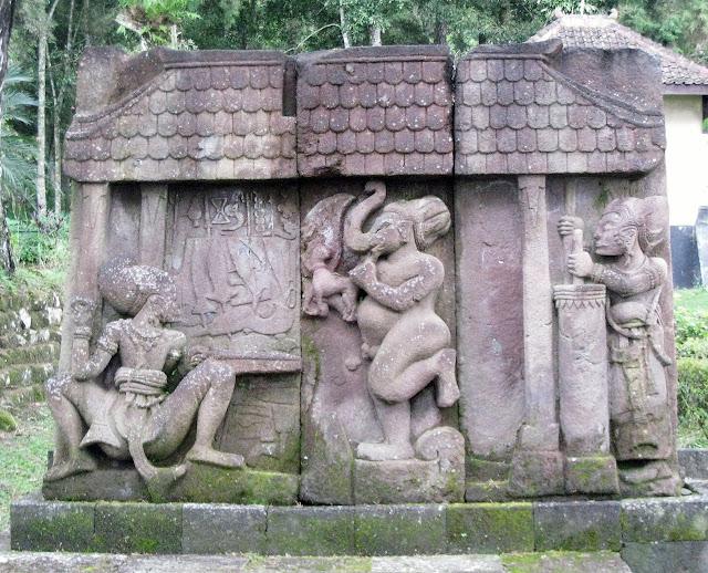 В центральной части острова Ява в Индонезии, на склонах горы Лаву, примерно в 40 км к востоку от города Соло, находится храмовый комплекс Канди(чанди) Сукух. Сцена изображена Бхиму как кузнец ковки металла слева, Ганешу в центре, Арджуна справа трубой воздуходувки нагнетает воздух в печь.