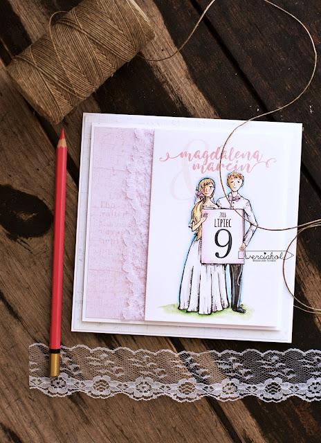 Zaproszenia na ślub-  Młoda para z kartką.