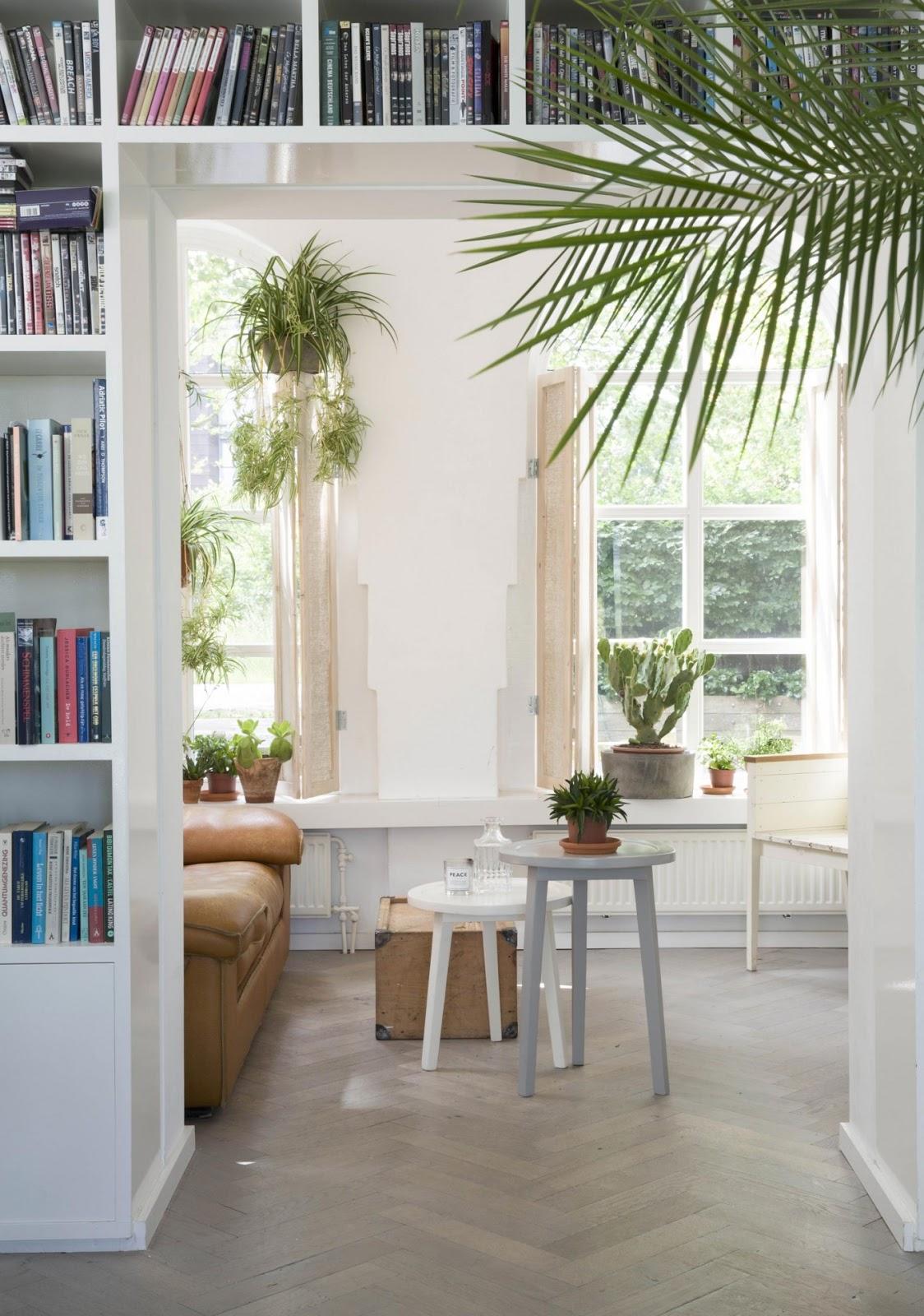 decordemon: Bright and spacious villa in Bentveld, Netherlands