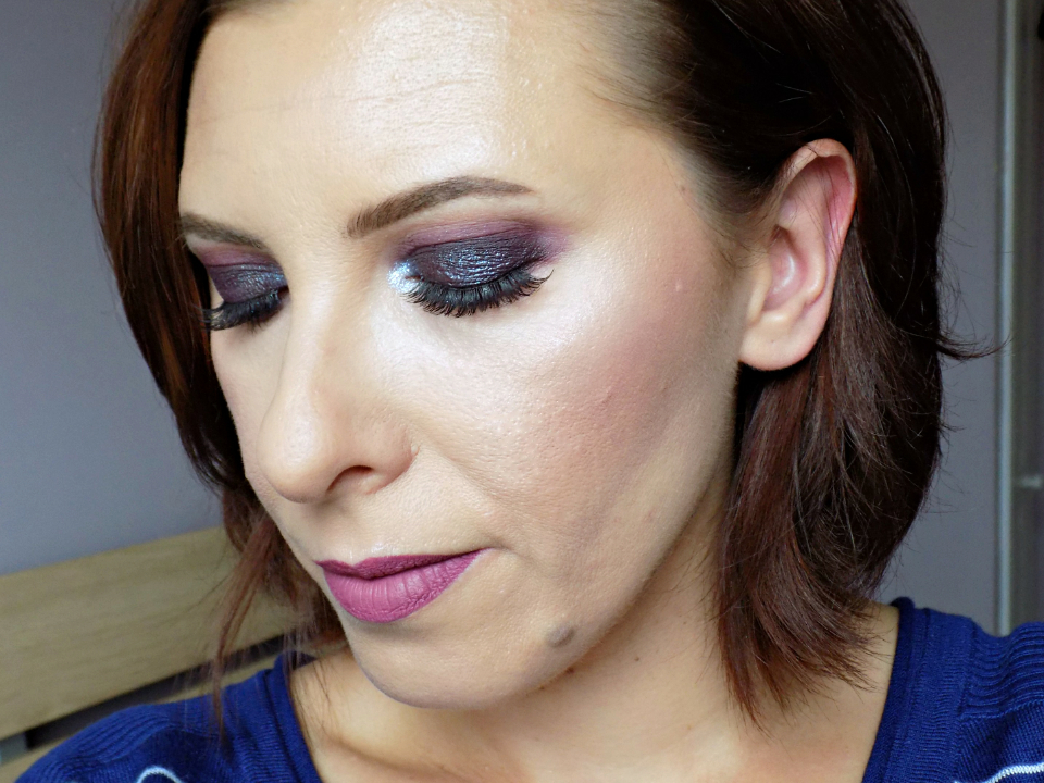 deep purple smokey eyes makeup look