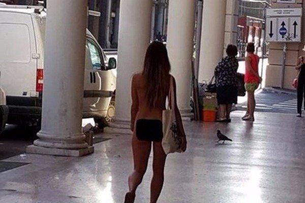 Κοντό φούστα πορνό κανάλι