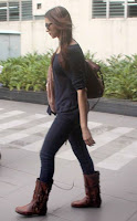 Gorgeous Actress Deepika Padukone Spotted at Airport