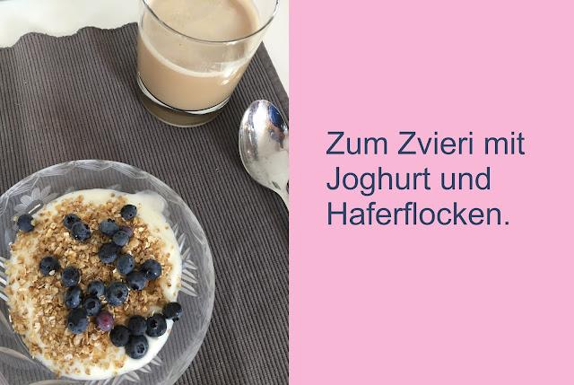 Heidelbeeren mit Joghurt und Haferflocken