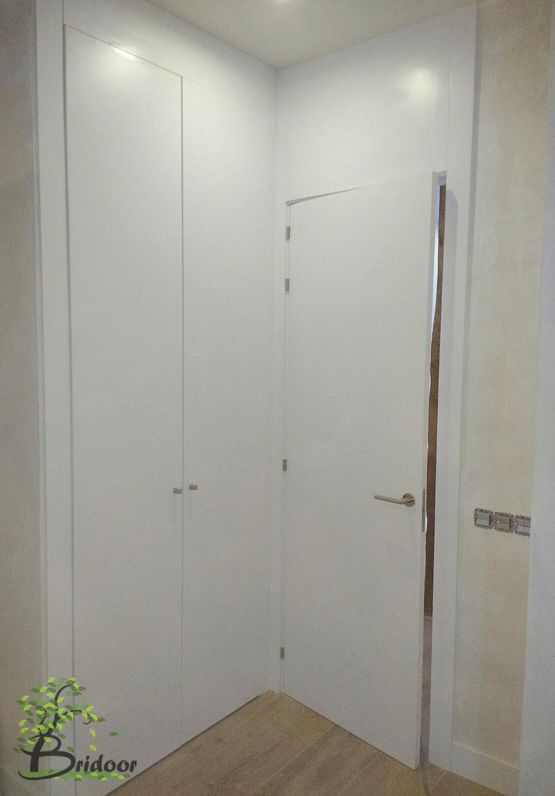 Bridoor s l vivienda lacada con puertas y armarios en c for Puertas y armarios