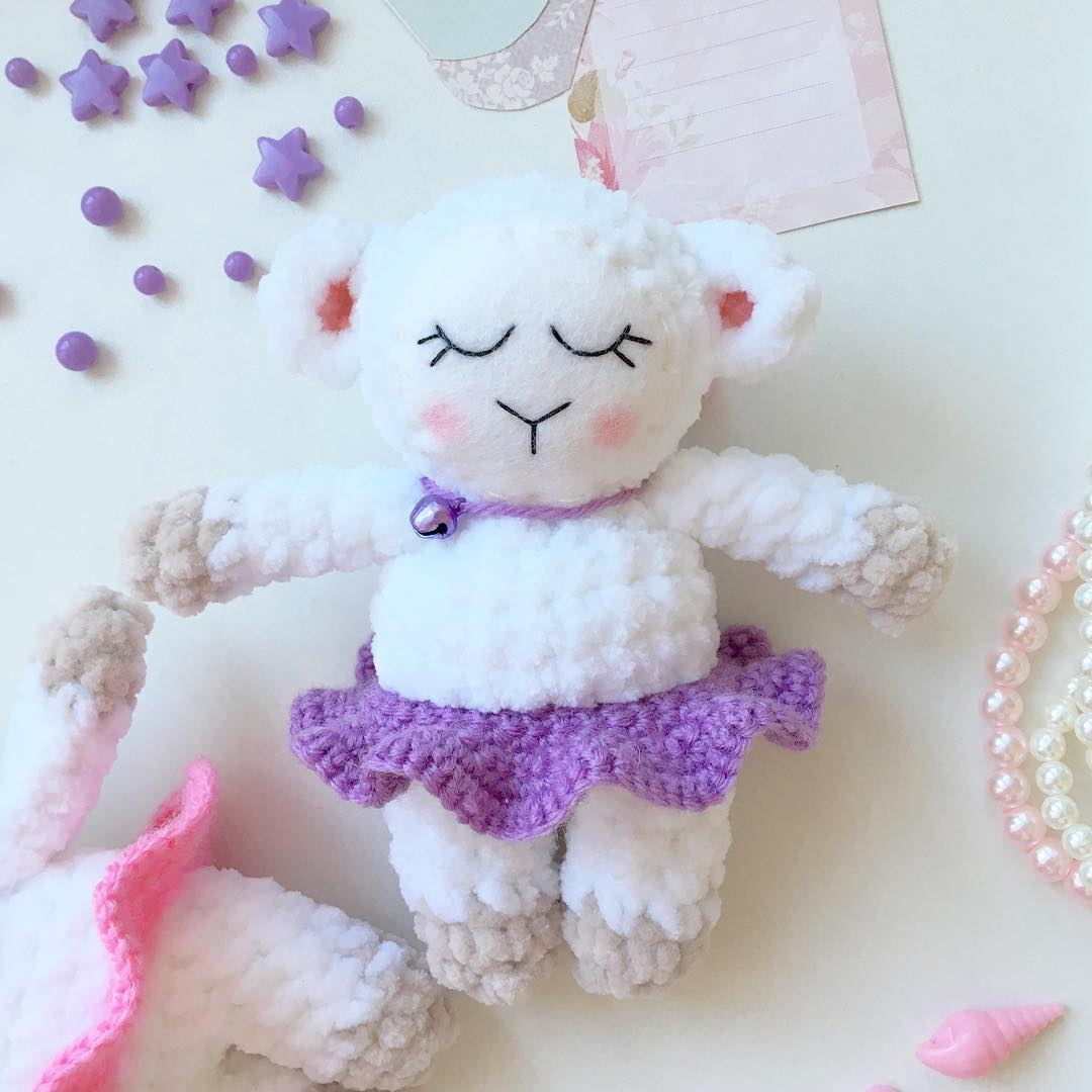Sleeping sheep amigurumi