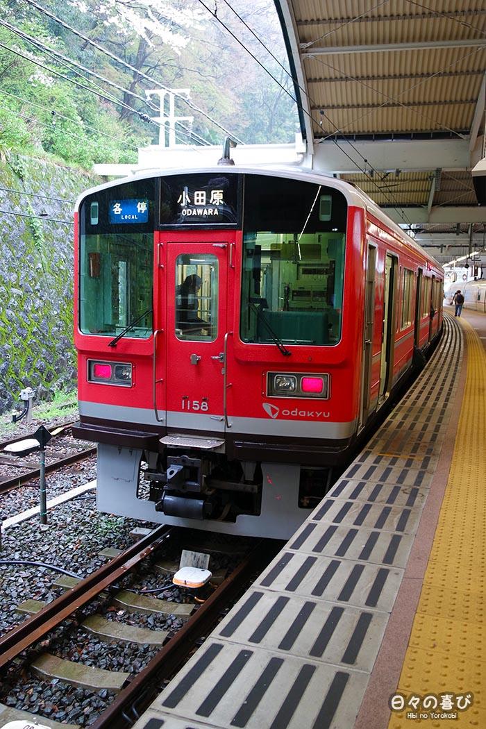 Train rouge de la ligne Hakone Tozan, Kanagawa