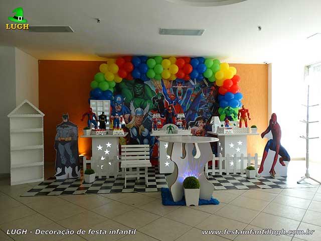 Decoração provençal simples para festa de aniversário infantil Super Heróis