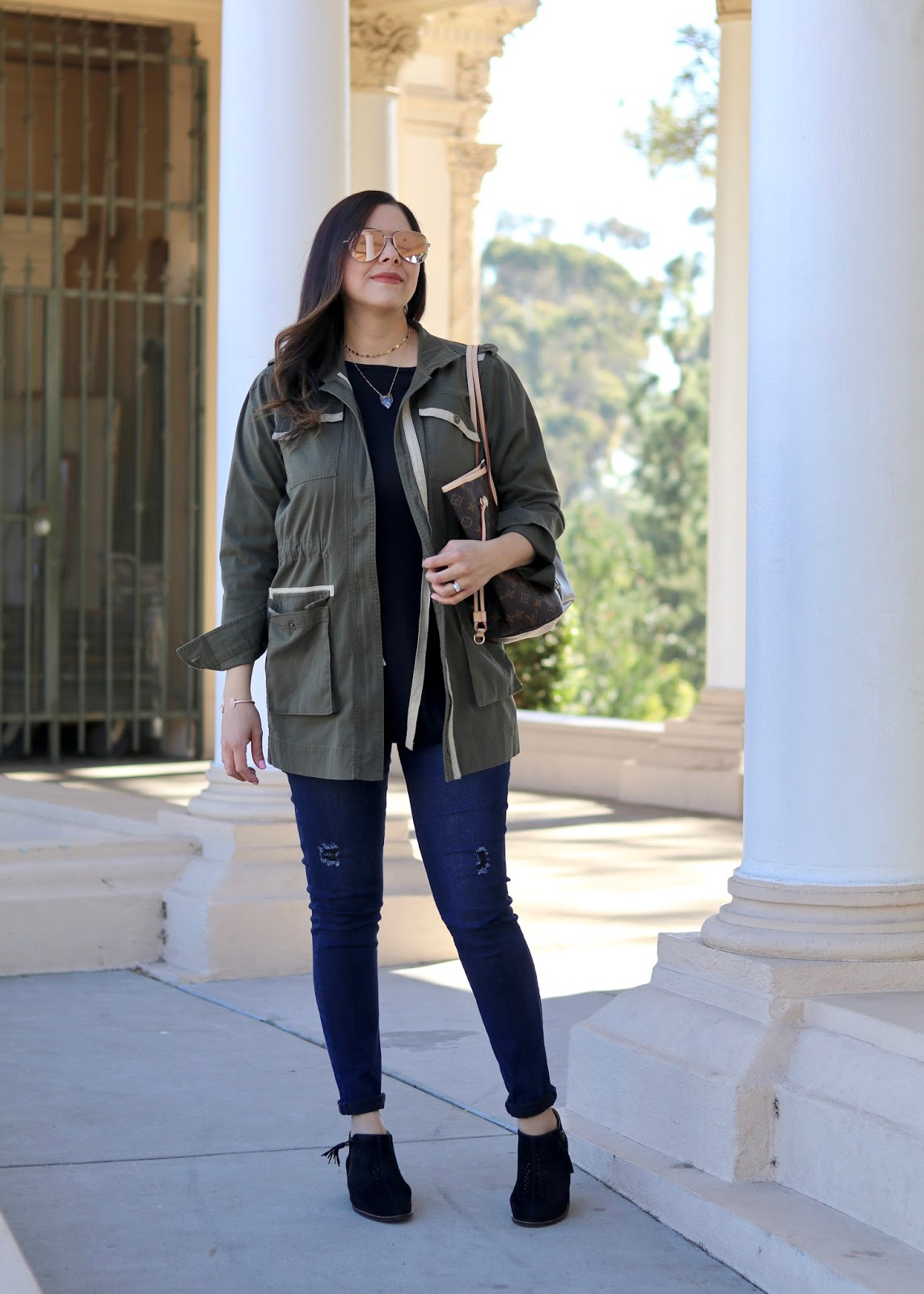 Casual utility jacket outfit, cabi skinny jeans, quay high key sunnies