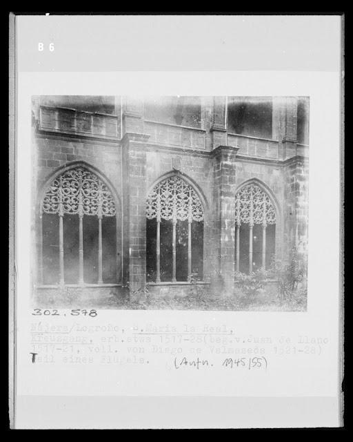 Santa María La Real. Nájera/Logroño, sin fecha. (Foto Marburg). Jardín del Claustro del Monasterio que, en esta época, disponía de vegetación. Los arcos de la segunda planta del Claustro no disponen aun de cerramiento