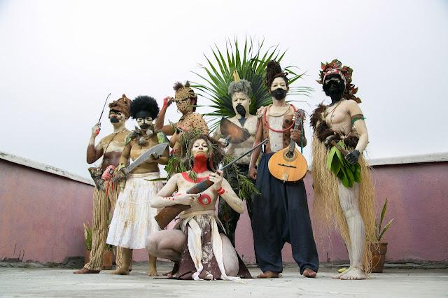Cia. Os Crespos convida espectador a revisitar lutas negras no Brasil.