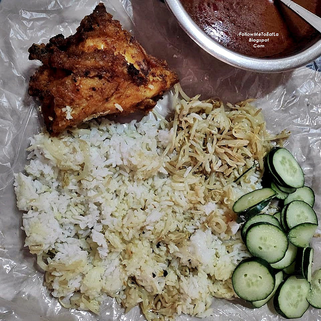 This is my Takeaway Pack and I added some zucchini to eat with the rice too.