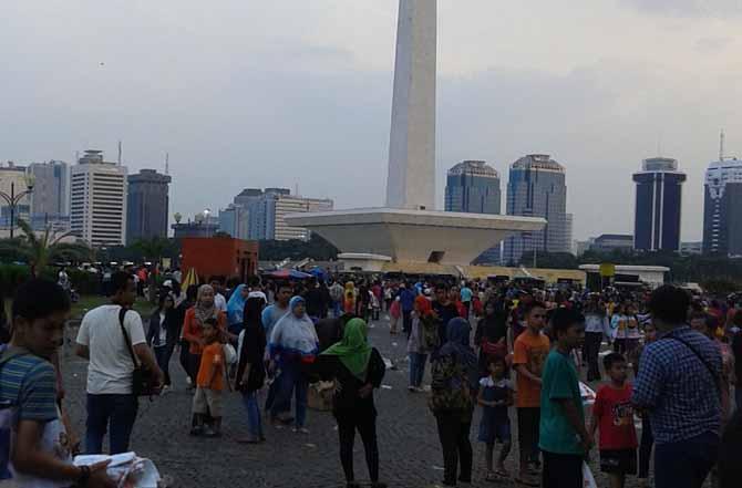 Kebrutalan Petugas Satpol PP Jakarta di Monas