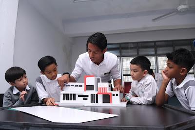 Kelas yang kecil memberi peluang lebih dekat murid dengan guru