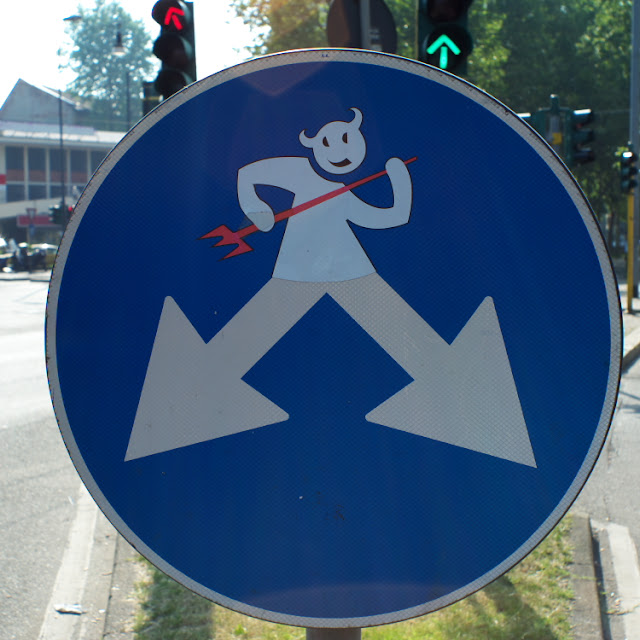 Cartelli stradali modificati